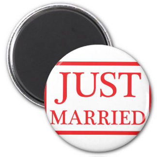 just married icon 6 cm round magnet