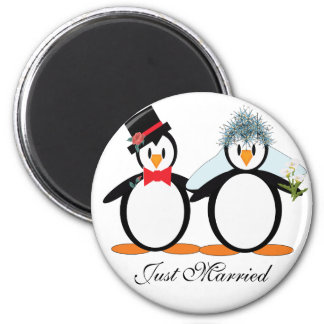 Just Married Pengos 6 Cm Round Magnet