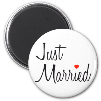 Just Married (Script With Red Heart) 6 Cm Round Magnet