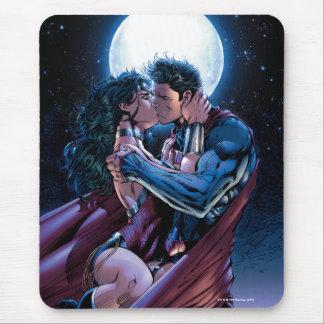 Justice League #12 Wonder Woman & Superman Kiss Mouse Mat