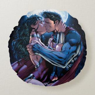 Justice League #12 Wonder Woman & Superman Kiss Round Cushion