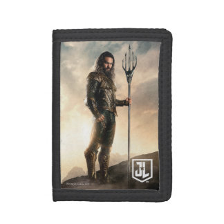 Justice League | Aquaman On Battlefield Trifold Wallets