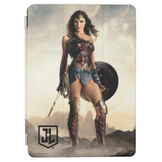 Justice League | Wonder Woman On Battlefield iPad Air Cover