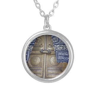 Kaba's door round pendant necklace