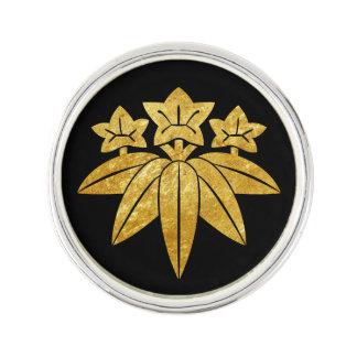 Kamakura Minamoto Mon Japanese faux gold on black Lapel Pin