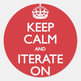 Keep calm and iterate on rund klistermärke