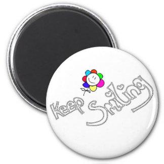 Keep smiling 6 cm round magnet