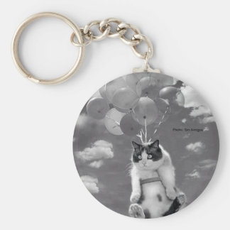 Keychain: Funny cat flying with Balloons Basic Round Button Key Ring