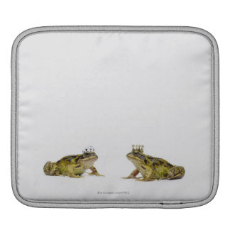 King and Queen frog looking at each other iPad Sleeve