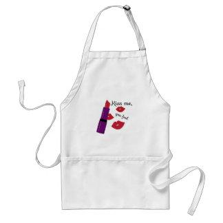 Kiss me adult apron