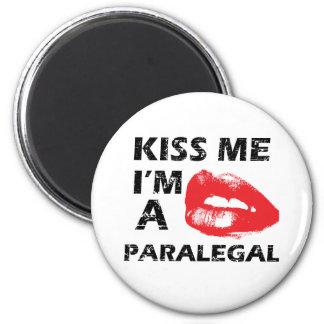 Kiss me i'm a paralegal 6 cm round magnet