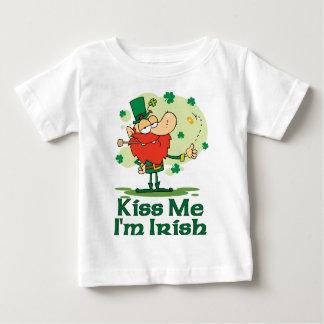 Kiss Me I'm Irish Funny Leprechaun Tshirt