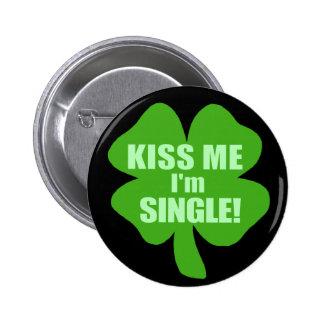 Kiss Me I'm Single 6 Cm Round Badge
