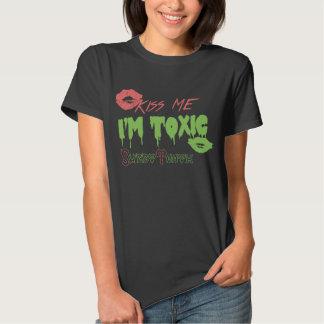 """""""Kiss Me, I'm Toxic"""" Women's T-shirts"""