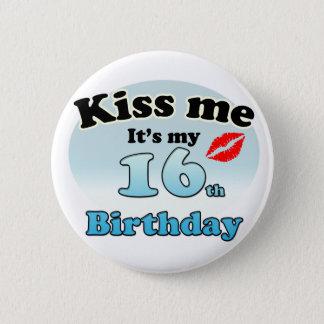 Kiss me it's my 16th Birthday 6 Cm Round Badge