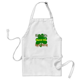kiss me it's St. Patricks day Standard Apron
