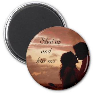 kiss me 6 cm round magnet