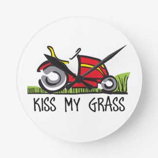 KISS MY GRASS ROUND CLOCK