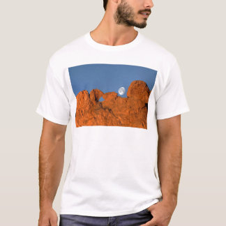 Kissing Camels Rock Formation with Full Moon T-Shirt
