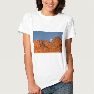 Kissing Camels Rock Formation with Full Moon Tshirts