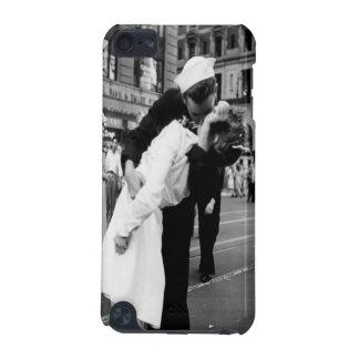 Kissing Couple Hug Kiss iPod Touch Cover