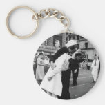 Kissing the War Goodbye at Times Square Basic Round Button Key Ring