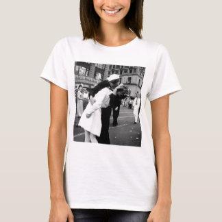Kissing the War Goodbye at Times Square T-Shirt