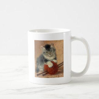 Kitten and muffler basic white mug