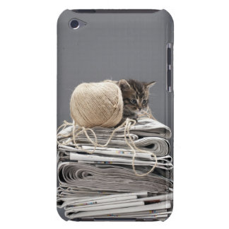 Kitten sitting on pile of newspapers Case-Mate iPod touch case