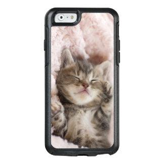 Kitten Sleeping On Towel OtterBox iPhone 6/6s Case