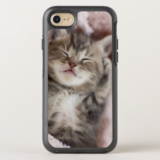 Kitten Sleeping on Towel OtterBox Symmetry iPhone 8/7 Case
