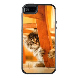 Kitty Holding Chair Leg OtterBox iPhone 5/5s/SE Case