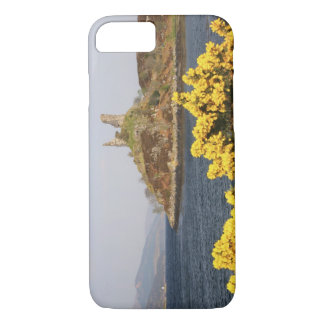 Kyleakin, Scotland. The ancient ruins of 2 iPhone 8/7 Case