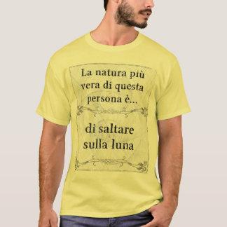 La natura più vera: saltare sulla luna surreale T-Shirt