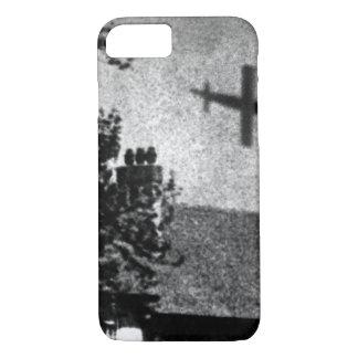 La Vie a Londres pendant la guerre_War Image iPhone 7 Case