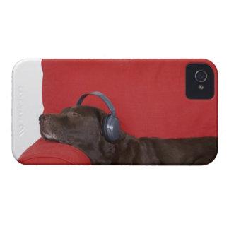 Labrador wearing headphones lying on sofa Case-Mate iPhone 4 case