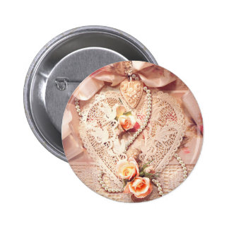 LACE HEART, ROSES & PEARLS by SHARON SHARPE 6 Cm Round Badge