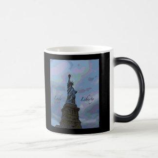Lady Liberty 11 Oz Magic Heat Color-Changing Coffee Mug
