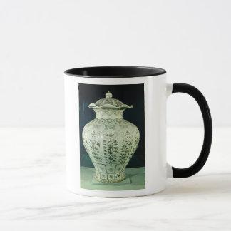 Large 'Kuoan' vase decorated with blue flowers Mug