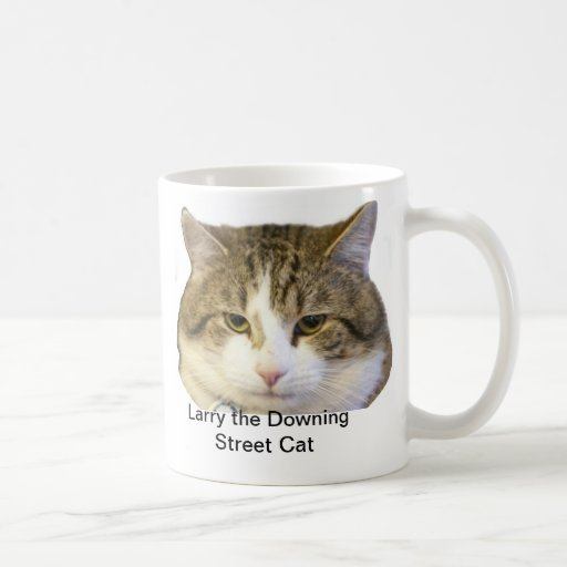 Larry the Downing Street Cat Face - Catching rats Mugs