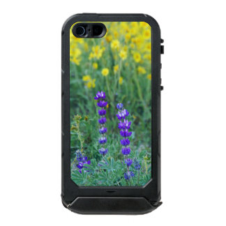Lavender and Yellow Daisy Incipio ATLAS ID™ iPhone 5 Case