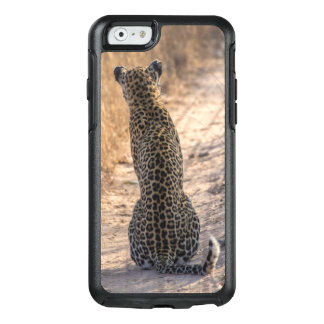 Leopard sitting in road, Africa OtterBox iPhone 6/6s Case