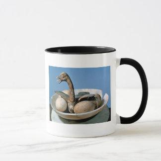 Lid of an alabaster jar decorated with a bird mug