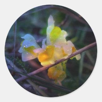 Linaria Glow Classic Round Sticker
