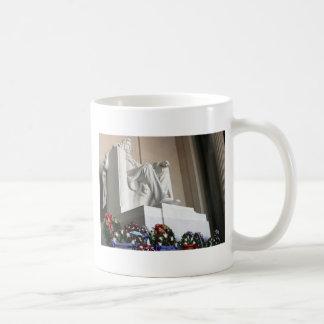 lincoln memorial Lincoln Status Mug