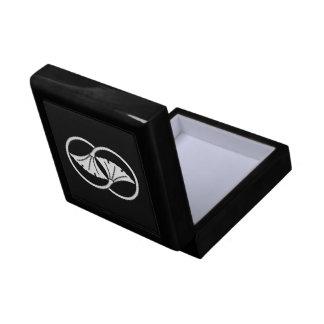 Linked ginkgo leaf circles gift box