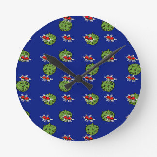 little green men and little green planets round clock