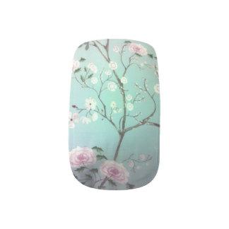 Little white flowers Minx Nails Minx Nail Art