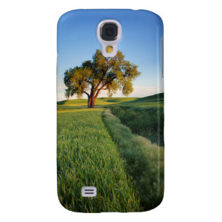 Lone tree surrounded by rolling hills of wheat 2 galaxy s4 case
