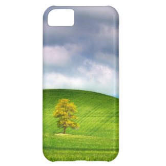 Lone tree surrounded by rolling hills of wheat iPhone 5C case